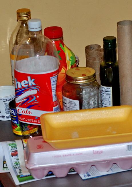 الاستفاده خامات البيئه التي حولنا Recycle_items.jpg